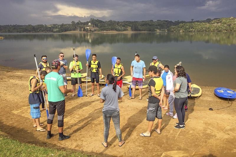 94f5c3c60 Estudantes têm aulas gratuitas de stand up paddle e canoa havaiana ...