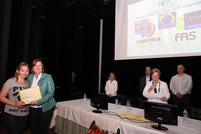 A Escola Profissionalizante Maria Ruth Junqueira, parceira da Fundação de Ação Social (FAS) em cursos profissionalizantes, formou nesta quinta-feira (5), 4.465 alunos. Curitiba, 05/07/2012 Foto:Irene Roiko/FAS