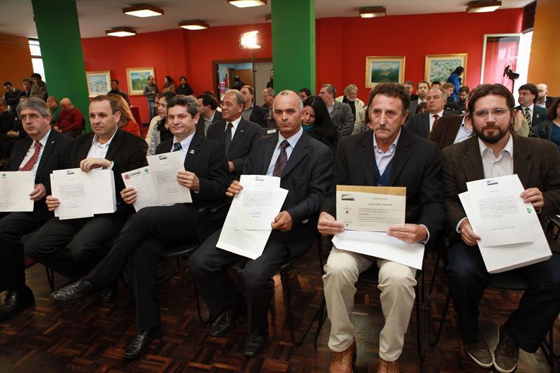 Em cerimônia realizada no Salão de Atos da Prefeitura de Curitiba, o prefeito Gustavo Fruet deu posse aos novos membros do Conselho da Cidade de Curitiba (Concitiba).  Curitiba, 24/09/2013 Foto:Cesar Brustolin/SMCS