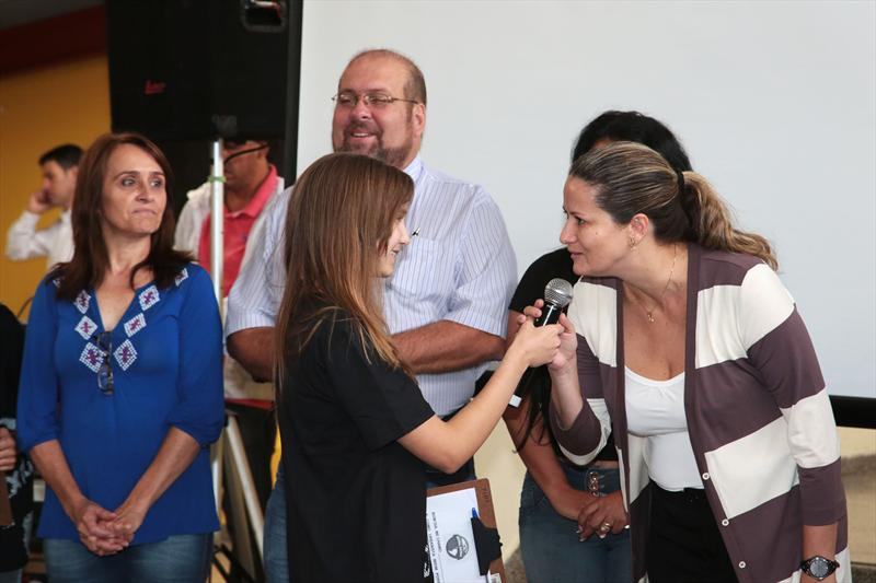 Estudantes da rede municipal de ensino de Curitiba vão participar das discussões para a revisão do Plano Diretor do município. Por meio do projeto Urbanista Mirim, lançado na manhã desta sexta-feira (14). -Na imagem, a secretária da Educação, Roberlayne Roballo. Curitiba, 14/03/2014 Foto: Jaelson Lucas / SMCS