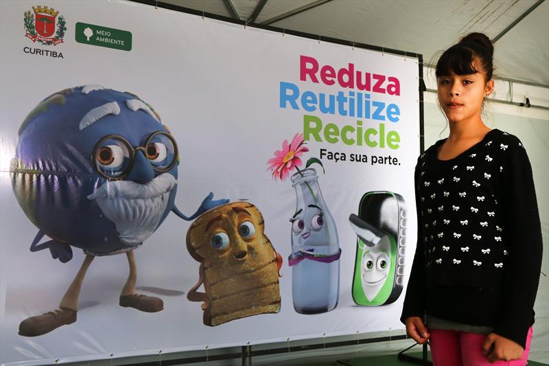 Lançamento campanha para Redução, Reutilização e Reciclagem de lixo. Na foto Jaqueline Godoi. Curitiba, 05/04/2014 Foto: Valdecir Galor/SMCS