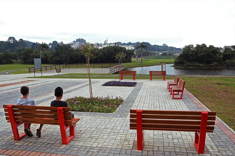 Inaugurado há menos de duas semanas, no dia 29 de março, o Parque Guairacá já foi adotado pela população que mora em seus arredores, no bairro Fazendinha. Curitiba, 02/04/2014 Foto: Luiz Costa/SMCS