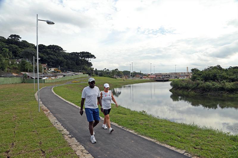 Inaugurado há menos de duas semanas, no dia 29 de março, o Parque Guairacá já foi adotado pela população que mora em seus arredores, no bairro Fazendinha. Curitiba, 10/04/2014 Foto: Luiz Costa/SMCS
