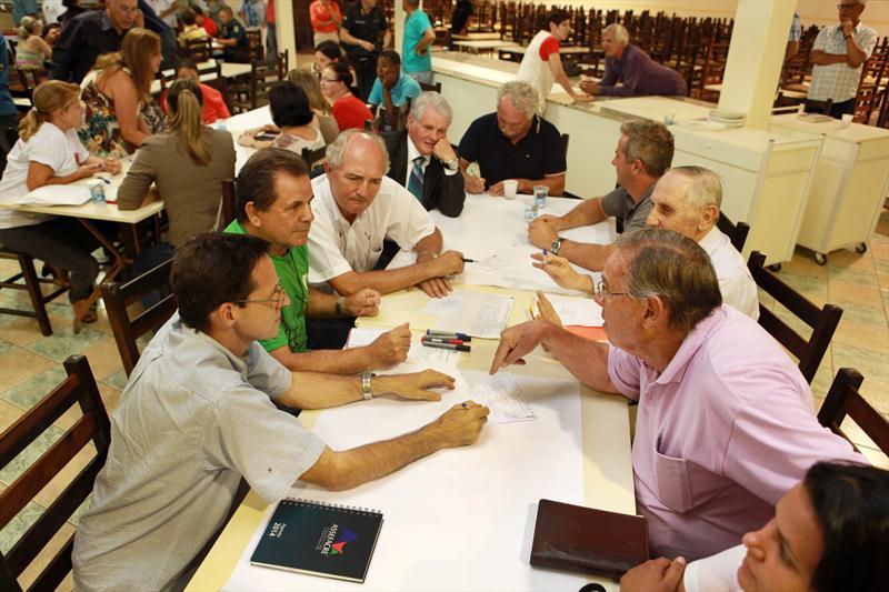A Prefeitura de Curitiba está convocando a população para participar das audiências públicas sobre a revisão do Plano Diretor. Curitiba, 17/03/2014 Foto:Cesar Brustolin/SMCS