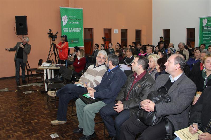 Preocupações com o meio ambiente foram levantadas pela população da regional Boa Vista, durante audiência pública realizada na noite desta quarta-feira (04), na Rua da Cidadania. Foto: Lucilia Guimarães/IPPUC