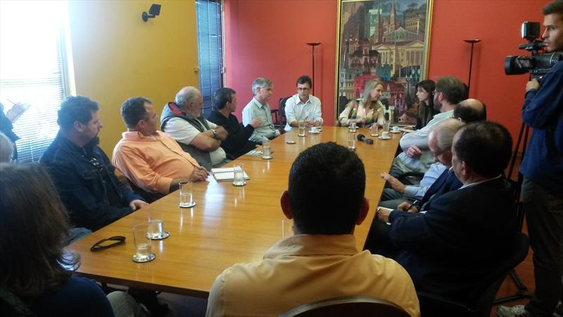 Representantes de sindicatos e centrais sindicais foram convidados para participar das discussões sobre a revisão do Plano Diretor de Curitiba, durante reunião com a prefeita em exercício e secretária do Trabalho e Emprego, Mirian Gonçalves, na tarde desta quinta-feira (07). Foto: Divulgação