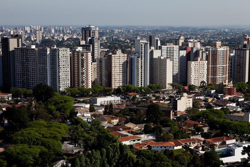 Aérea de Curitiba, vista da da Torre Panorâmicai no bairro Mercês.  Foto: Brunno Covello/SMCS