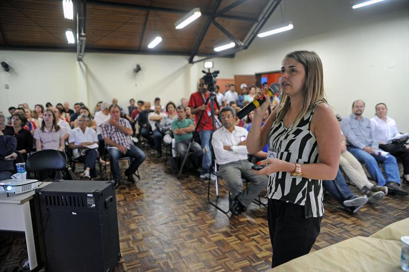 A comunidade do Pinheirinho discutiu nesta segunda-feira (10) à noite as propostas consolidadas para a revisão do Plano Diretor. Foto: Everson Bressan/SMCS