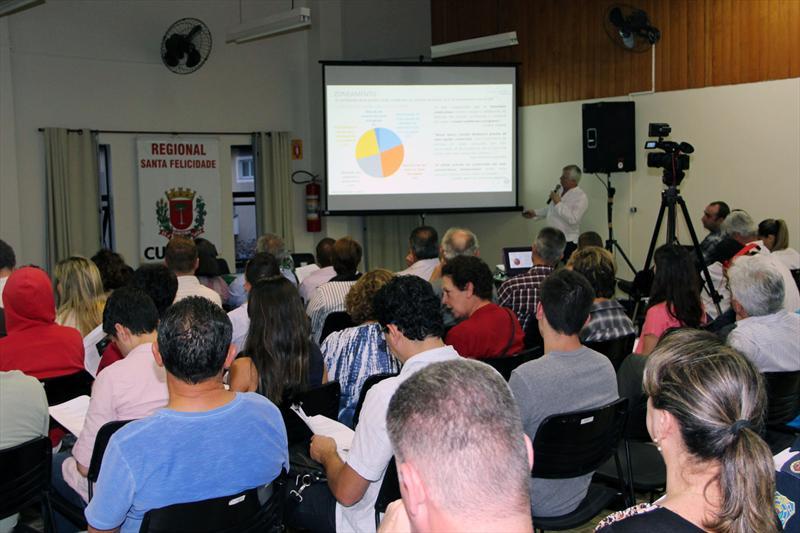 A comunidade da regional Santa Felicidade participou, na noite desta terça-feira (11), da audiência pública sobre a revisão do Plano Diretor de Curitiba. Foto: Lucilia Guimarães