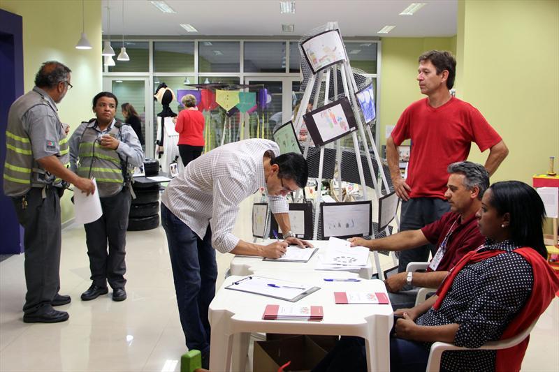 Perto de 170 pessoas participaram, na noite desta quarta-feira (12), de audiência pública na Regional Matriz para debater o Plano Diretor de Curitiba. Foto: Lucilia Guimarães