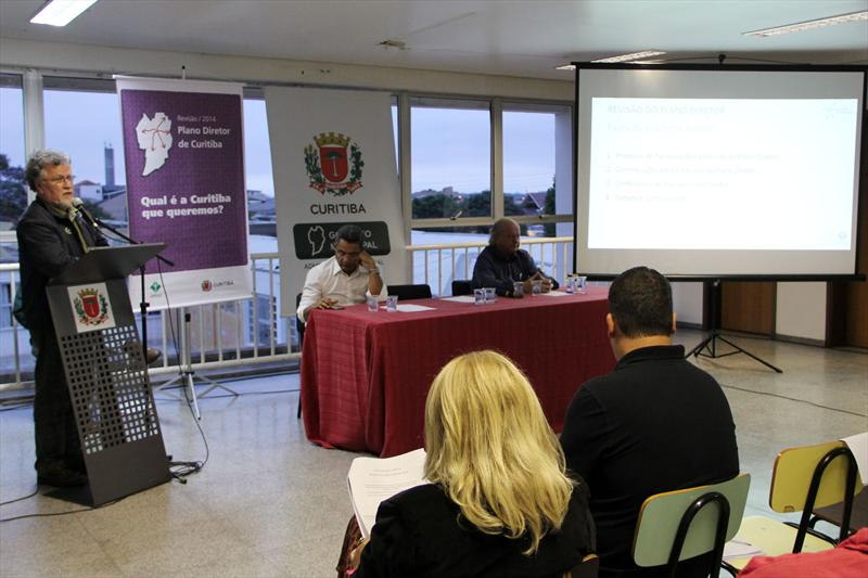 A penúltima audiência pública de revisão do Plano Diretor aconteceu na noite desta quinta-feira (20), na Regional Bairro Novo, na Escola Municipal Professora Rejane Silveira Sachette. Foto: Lucilia Guimarães