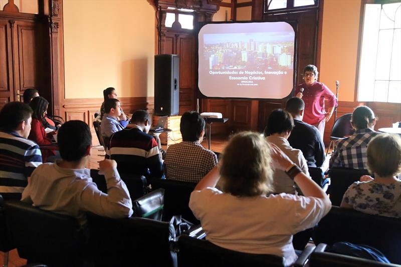 Palestra Oportunidades de Negócios, Inovação e Economia Criativa, proferida pela presidente da Agência Curitiba de Desenvolvimento, Gina Paladino, no Paço da Liberdade. Foto: Valdecir Galor/SMCS