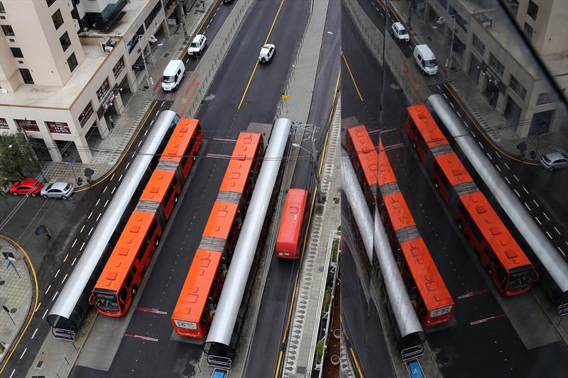 O projeto de revisão do Plano Diretor, em discussão na Câmara Municipal de Curitiba, aponta para a criação de cinco novos eixos de alta capacidade no transporte público de passageiros, nos próximos anos, e a expansão dos atuais eixos para cidades da região metropolitana de Curitiba. Foto: Valdecir Galor/SMCS