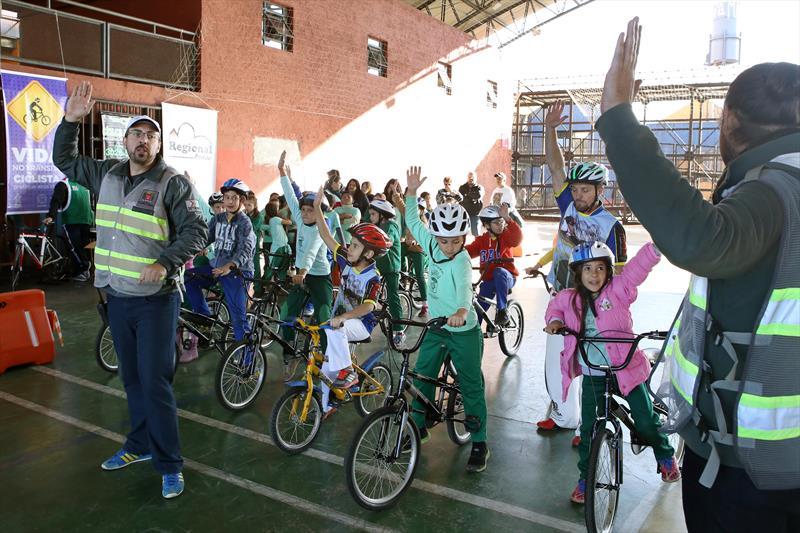 A Rua da Cidadania Fazendinha/Portão recebeu nesta terça-feira (16) uma nova etapa do projeto A Bicicleta no Seu Bairro, promovido pela Secretaria Municipal de Trânsito (Setran) nas regionais da cidade para incentivar o uso dessa forma de transporte. Curitiba,16/06/2015 Foto:Cesar Brustolin/SMCS