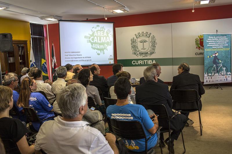 Em mais um passo para humanizar o espaço público da cidade, a Prefeitura de Curitiba anunciou nesta sexta-feira (18) a implantação na região central da Área Calma. Curitiba, 18/09/2015 -  Foto: Maurilio Cheli/SMCS