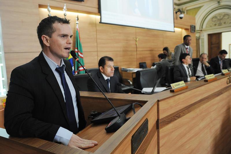 A Câmara Municipal de Curitiba aprovou por unanimidade na manhã desta terça-feira (6), em primeira votação, a íntegra do projeto de revisão do Plano Diretor de Curitiba.  - Na imagem, o vereador Bruno Pessuti. Curitiba, 06/10/2015- Foto: Everson Bressan/SMCS