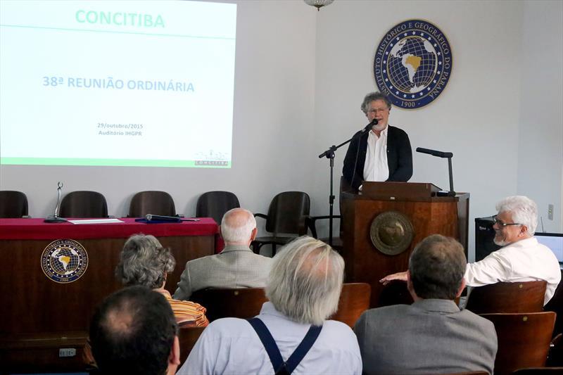 Após dois anos de trabalhos e discussões, o Conselho da Cidade de Curitiba (Concitiba) aprovou na tarde desta quinta-feira (29) a atualização do Plano Municipal de Saneamento.  Curitiba, 29/10/2015 -  Foto: Valdecir Galor/SMCS