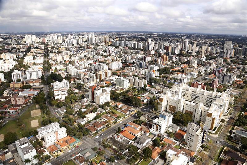 A revisão da Lei de Zoneamento, Uso e Ocupação do Solo é o primeiro desdobramento do novo Plano Diretor de Curitiba, sancionado pelo prefeito Gustavo Fruet no dia 17 de dezembro. Foto: Luiz Costa/SMCS