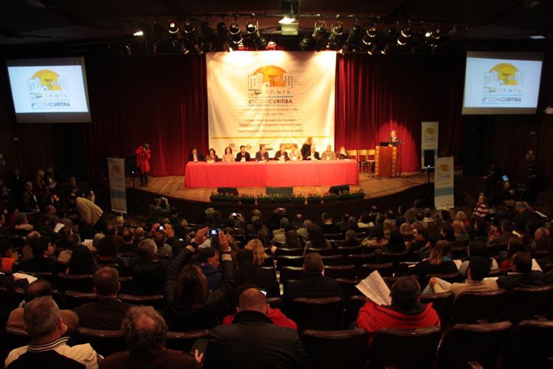 Teve início na noite desta quarta-feira (15), a 6ª Conferência da Cidade de Curitiba (6ª COMCURITIBA), realizada pelo Instituto de Pesquisa e Planejamento Urbano de Curitiba (Ippuc) e coordenada pelo Conselho da Cidade de Curitiba (Concitiba). Foto: Lucilia Guimarães/IPPUC