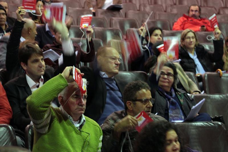 Durante dois dias, centenas de participantes da 6ª Conferência da Cidade de Curitiba (6ª ComCuritiba) se debruçaram sobre os cinco eixos temáticos propostos pelo Ministério das Cidades para este ano: habitação, espaços públicos e mobilidade, desenvolvimento econômico, gestão democrática e conflitos relacionados ao desenvolvimento urbano. Foto: Lucilia Guimarães /IPPUC