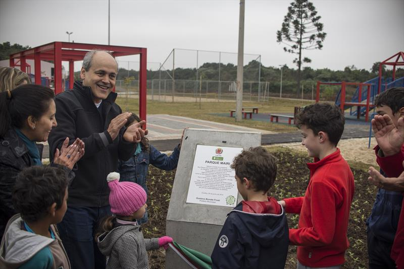 O Parque Mairi, localizado na divisa dos bairros Fazendinha e Cidade Industrial, foi entregue neste domingo (26) pelo prefeito Gustavo Fruet. Foto: Gabriel Rosa/SMCS