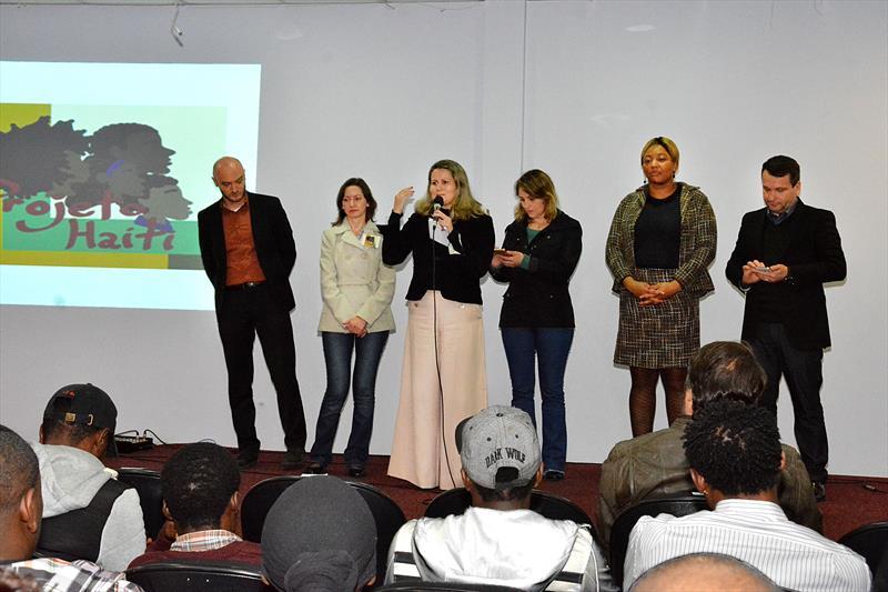 Projeto Haiti certifica 120 imigrantes em curso de Língua Portuguesa no Centro de Formação Continuada da educação. Curitiba, 27/06/2016 -  Foto: Levy Ferreira/SMCS