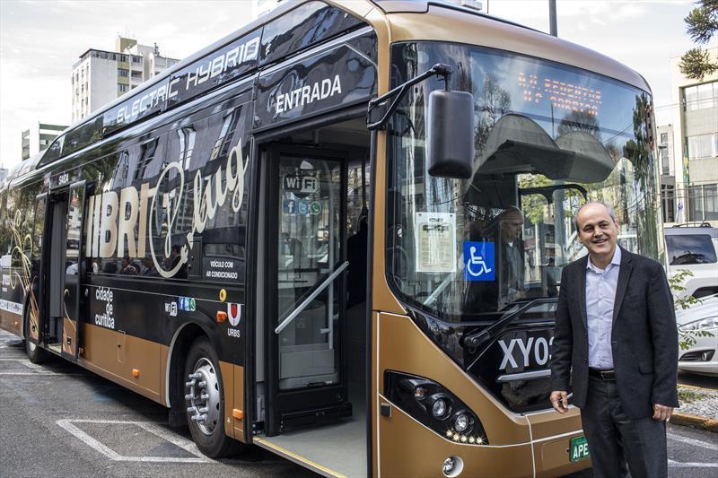 A partir do dia 18 de julho, a linha Juvevê/Água Verde passará a contar com o primeiro ônibus híbrido elétrico com tecnologia plug in a entrar em operação na América Latina. Curitiba, 29/06/2017 -  Foto: Maurilio Cheli/SMCS