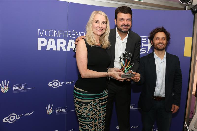 O Projeto Ecoeletrico, da Prefeitura de Curitiba, foi premiado ontem (10), em São Paulo, como melhor case em mobilidade do país, durante a IV Conferência Global Parar 2016, organizada pelo Instituto Parar. Foto: Divulgação