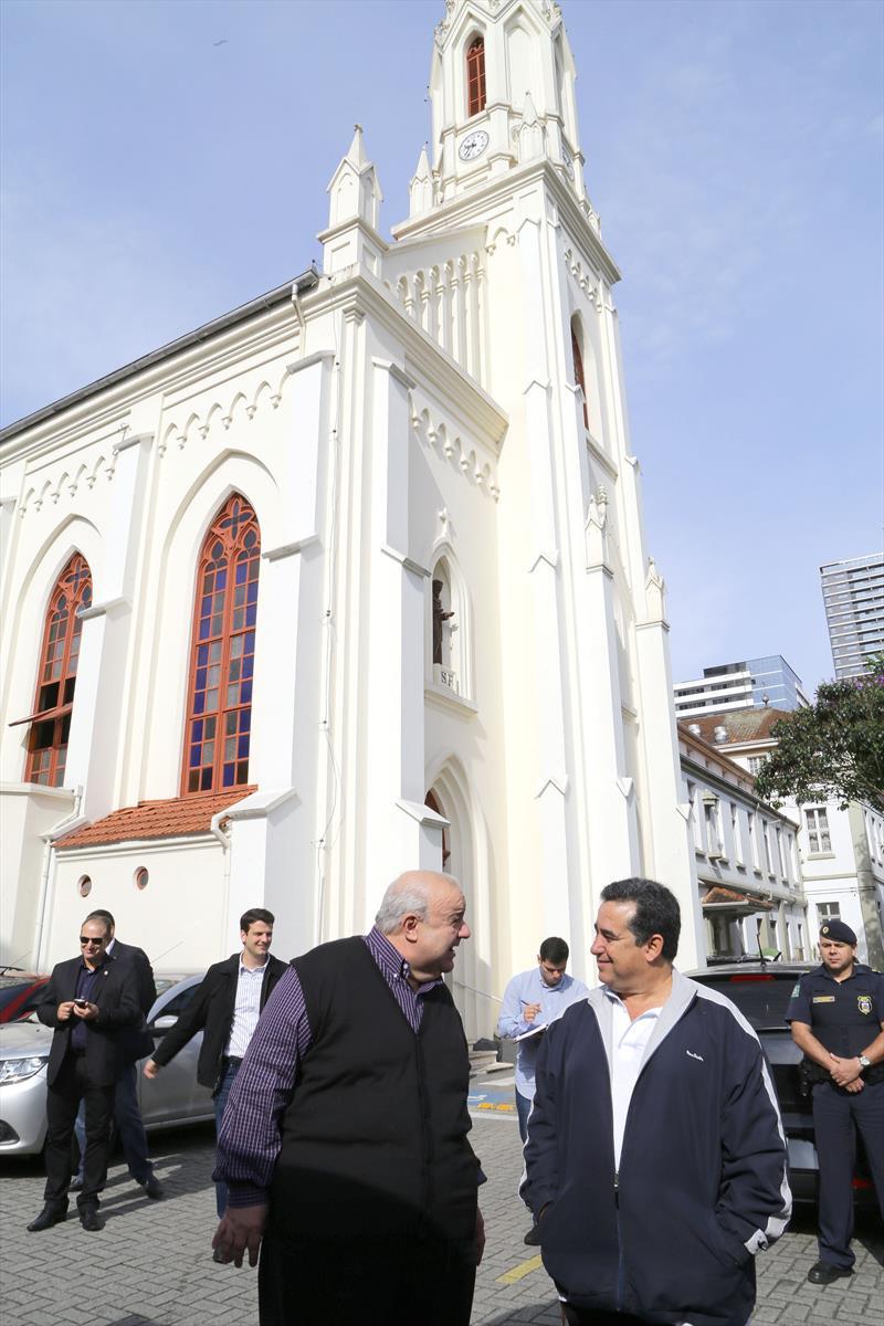 Prefeito Rafael Greca em visita a Regional da Matriz. Na imagem, Rafael na Igreja Bom Jesus. Curitiba, 20/03/2017. Fotos: Joel Rocha/ SMCS