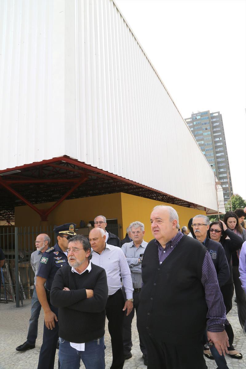 Prefeito Rafael Greca em visita a Regional da Matriz. Na imagem, Rafael visita a obra da piscina da Praça Osvaldo Cruz. Curitiba, 20/03/2017. Fotos: Joel Rocha/ SMCS