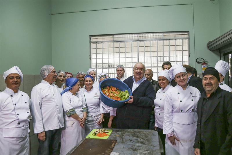 Prefeito Rafael Greca durante visita ao Ceasa, na Regional Pinheirinho. Curitiba, 05/05/2017. Foto: Pedro Ribas/SMCS