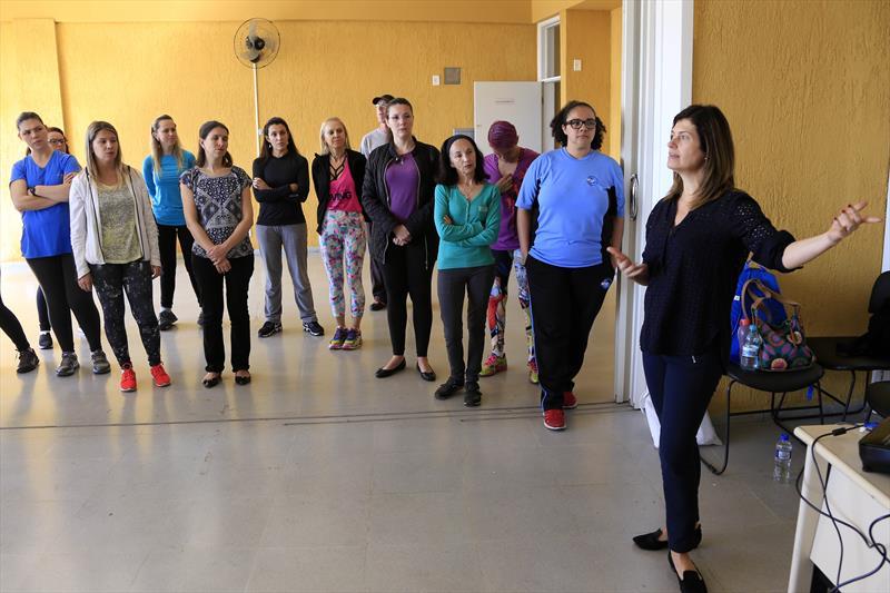 A Secretaria Municipal de Educação ofereceu nesta quarta-feira (30/8) ação integrada com professores de Arte e de Educação Física sobre dança no ambiente escolar. Curitiba,30/08/2017 Foto Luiz Costa/SMCS