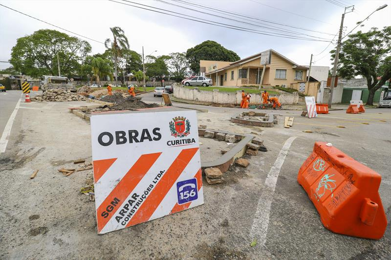 Obras no binário entre as Ruas Mateus Leme e Nilo Peçanha entram em fase final. Na foto trecho na região do Cemiterio Municipal - Curitiba, 22/11/2017 - Foto: Daniel Castellano / SMCS