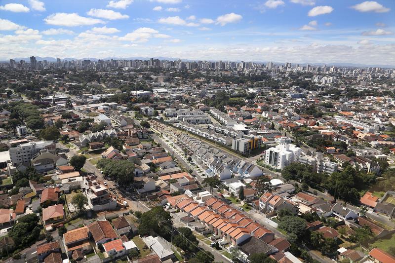 Carnês do IPTU de Curitiba começam a ser distribuídos; pagamento à vista tem desconto de 4%. Foto: Jaelson Lucas/SMCS (arquivo)