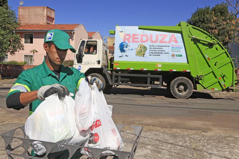 No feriado de Carnaval, algumas repartições e unidades da Prefeitura de Curitiba estarão fechadas ou terão alteração no horário de funcionamento. As coletas lixo domiciliar (orgânico) e seletiva (Lixo Que Não É Lixo) funcionam todos os dias, exceto no domingo (11/2). Foto Luiz Costa/SMCS