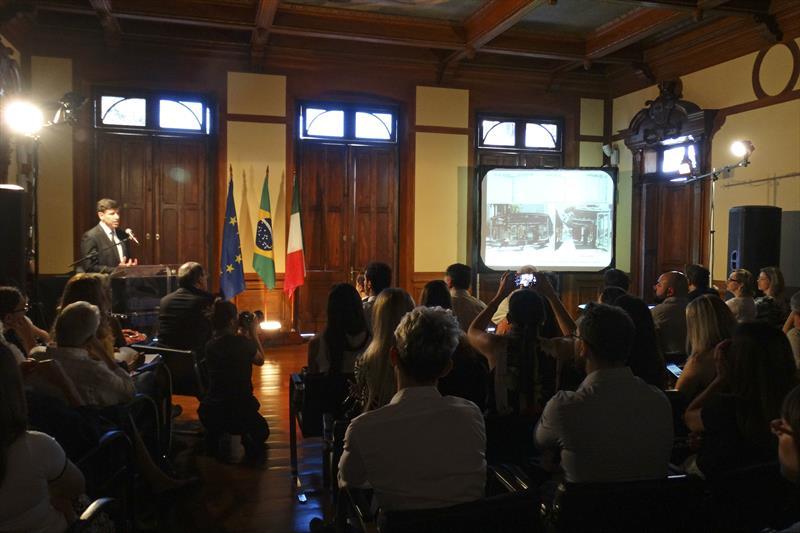 O desenho urbano de Curitiba foi destaque na abertura da segunda edição do Italian Design Day (IDD), na manhã desta segunda-feira (12/03), no Paço Municipal.  -Na imagem, presidente dio IPPUC Luiz Fernando Jamur.