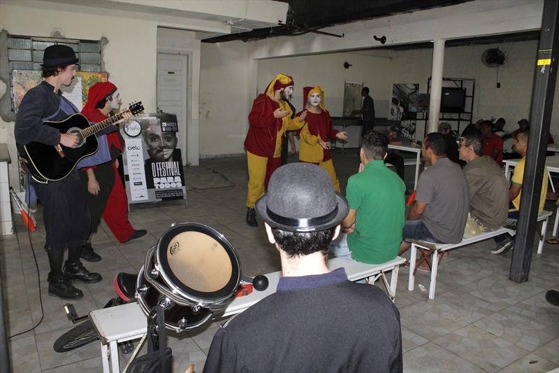 Centro Pop João Durvalino vira palco de apresentações teatrais. Curitiba 02/04/2018. Foto/Ricardo Marajó