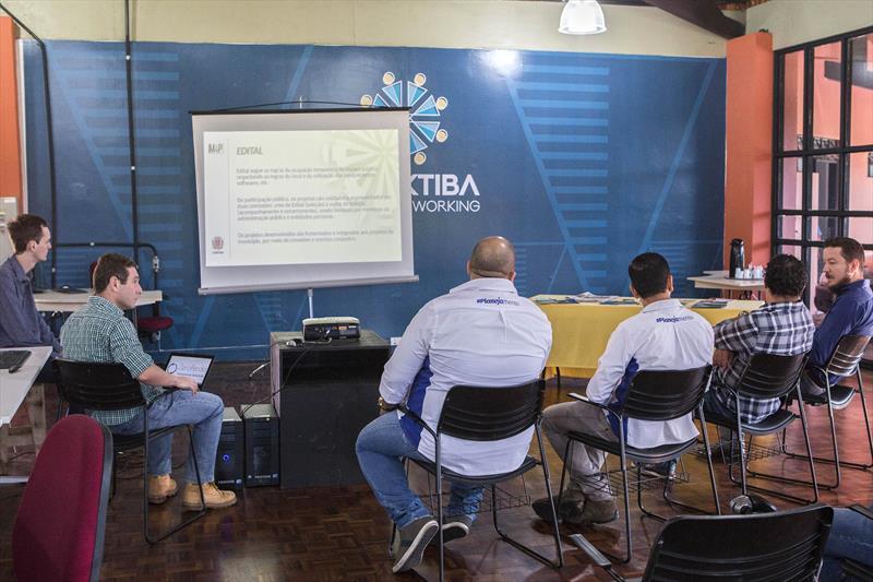 Conhece Prefeitura Comitiva Curitiba Da Coworking De Do O Paulistana - Trabalho