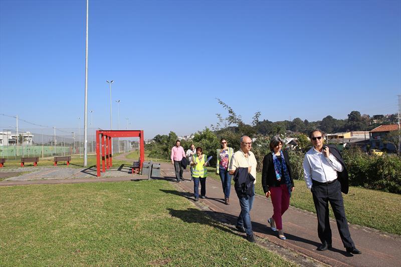 Comitiva da Agência Francesa de Desenvolvimento (AFD), durante visita ao Parque Linear Guairaca, que margeia o Rio Barigui, no Bairro Fazendinha regional Portão. Curitiba, 19/07/2018 Foto:Cesar Brustolin/SMCS