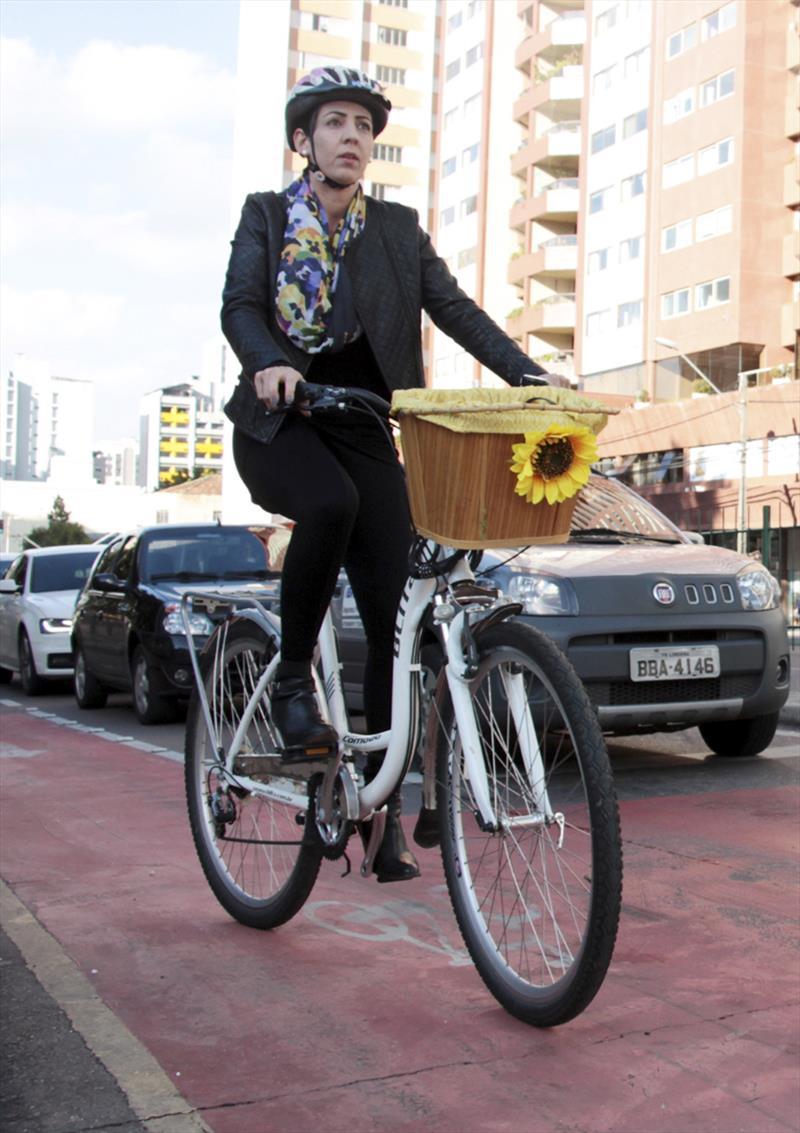 O Instituto de Pesquisa e Planejamento Urbano de Curitiba (Ippuc) está revisando o Plano Cicloviário de Curitiba, uma das cidades pioneiras na criação de ciclovias no Brasil. Foto: Lucilia Guimarães/SMCS (arquivo)