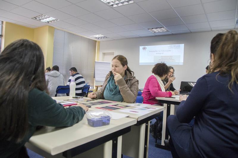 Professores aprendem integrar tecnologias ao ensino da Língua Portuguesa, Ciências e Matemática. Curitiba, 13/09/2018 -  Foto: Valdecir Galor/SMCS