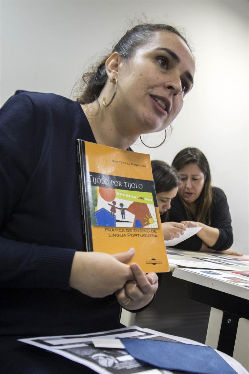 Professores aprendem integrar tecnologias ao ensino da Língua Portuguesa, Ciências e Matemática.  - Na imagem, Karin Hemman horn. Curitiba, 13/09/2018 -  Foto: Valdecir Galor/SMCS