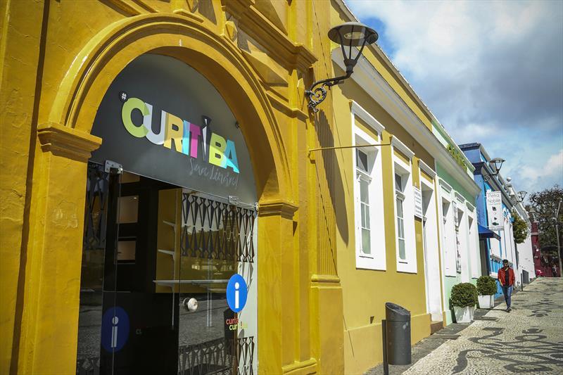 A rede #CuritibaSuaLinda, será administrada pela Urbs e as lojas de produtos artesanais com temas da cidade seguem um conceito contemporâneo elaborado pelo Instituto de Pesquisa e Planejamento Urbano de Curitiba (Ippuc).  Curitiba, 19/09/2018 -  Foto: Luiz Costa/SMCS