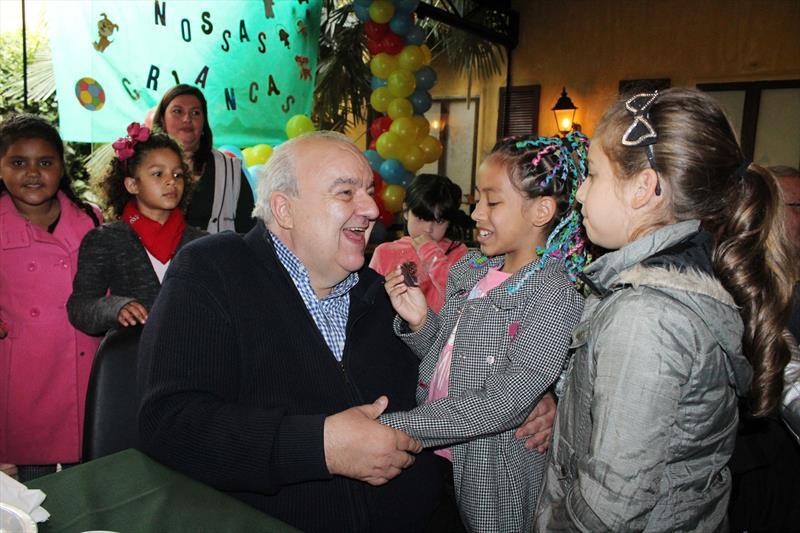 Prefeito  Rafael Greca almoça com crianças de escola da Prefeitura.  Curitiba. 11/10/2018.  Foto: Ricardo Marajó/FAS