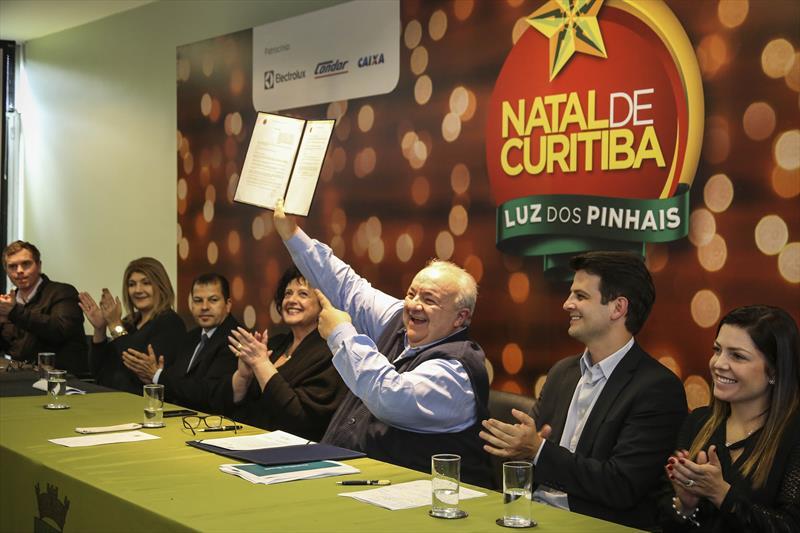 O prefeito Rafael Greca, sanciona a Lei de Inovação de Curitiba, e anuncia a implantação do Liceu do Ofício e da Inovação, em 2019, e a parceria com a Microsoft. Curitiba, 09/11/2018. Foto: Luiz Costa /SMCS.