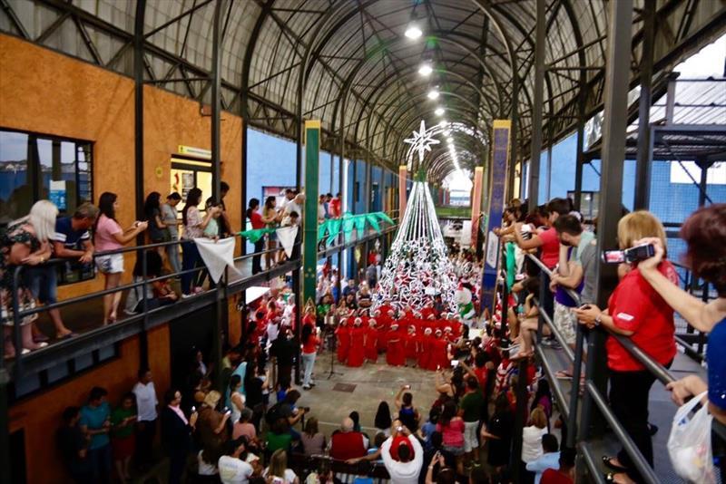 Natal nas Regionais de Curitiba começa na próxima sexta-feira.  - Na imagem, Natal de 2017 na Rua da Cidadania do Portão  Foto: Luiz Costa/SMCS
