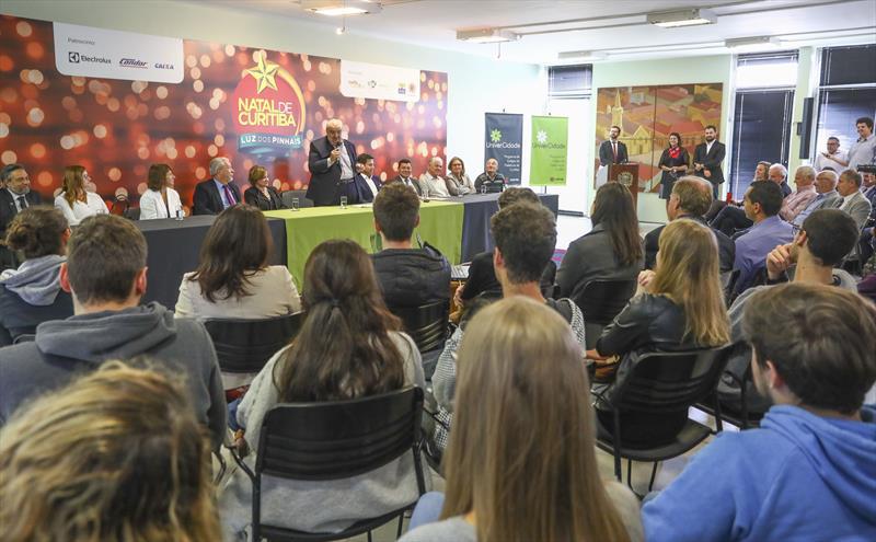 Lançamento UniverCidade Programa de Estágios em Secretarias e IPPUC no Salão Brasil, Prefeitura de Curitiba. Na imagem fala do Prefeito de Curitiba Rafael Greca - Curitiba, 21/11/2018 - Foto: Daniel Castellano / SMCS