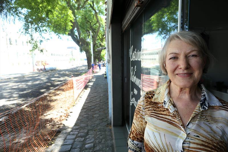 Obras feitas com o medidas compensatórias, Avenida Getúlio Vargas no Rebouças.  - Na imagem, Ana Margarida. Curitiba, 04/12/2018. Foto: Luiz Costa /SMCS.