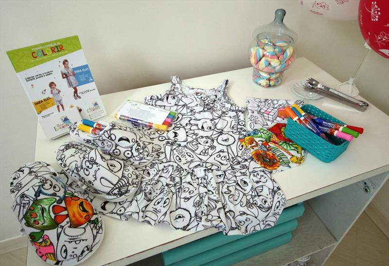 As empreendedoras Curitibana Carolina e Vitória, produz  Pijamas e chinelos que serão expostas no festival no Parque Barigui. Curitiba, 29/11/208.  Foto: Lucilia Guimarães/SMCS