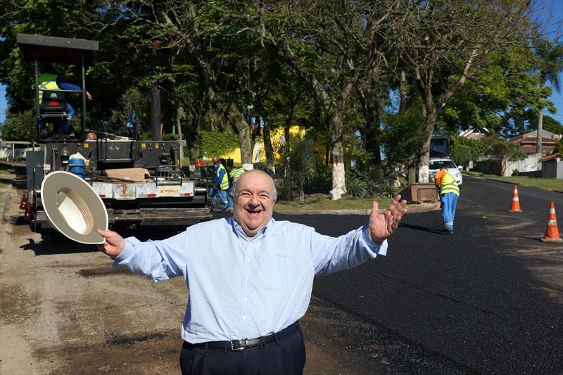 Prefeito Rafael Greca vistoria obras nas  ruas Antonio Grade com Carlos Rasera  no Vista Alegre. Curitiba, 05/12/2018. Foto: Valdecir Galor/SMCS